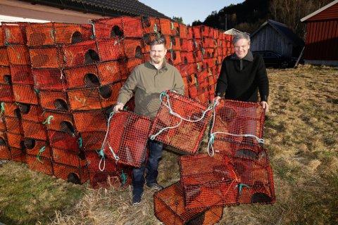 NY SJANSE: Kurt Rune Bakketun og Bengt Moen satsar på krepsefiske i Nordfjord. Med seg på laget har dei Joachim Martinsen, som skal ta seg av den administrative jobben.
