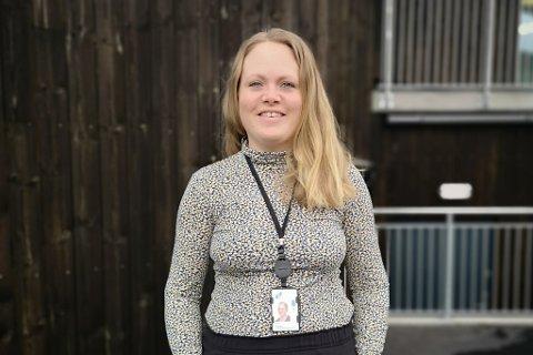 LANDA SJEFSJOBB: Julie Vårdal Heggøy (34) frå Askvoll går rett frå mammapermisjon til jobben som assisterande banksjef i Sparebanken Sogn og Fjordane.