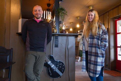 TAKKNEMLEGE: Både innbyggarar og næringsliv i bygda har stått på for å hjelpe. Raad Larsen håpar restauranten blir så bra som folk håpar på.