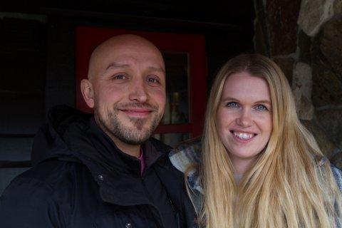 DRIVARANE: Hanne Raad Larsen og Oswaldo Toledano er godt nøgde med første helga. Dei er budde på å bruke mykje tid og krefter på restauranten i tida som kjem.