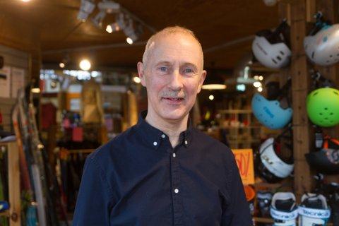 MO, ARNE MO: Mannen med dette namnet har drive sportsbutikk lenger enn Førde har vore by.  – Ikkje noko som går av seg sjølv. Ein må vere villeg til å jobbe heile tida.