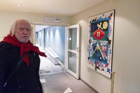 EIN KORRIDORMANN: Kunstnaren Oddvar Torsheim tar ofte turen på Sunnfjord hotell, der bilda hans pryder veggene.