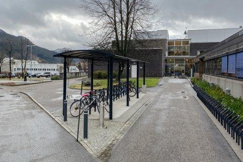 KAN FÅ LEGEUTDANNING: Universitetet i Bergen held på med eit prosjekt som kan resultere i at Førde får kring 30 legestudentar. Studiestaden vil mest truleg vere ein stad nær høgskulen og sentralsjukehuset.