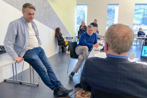FORMANNSKAP: Nærast kamera frå venstre, Marius Dalin (MDG), Åsmund Berthelsen (SV) og Helge Robert Midtbø (AP).