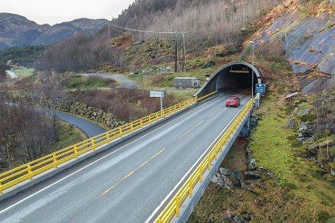 UP stod utanfor Masfjordtunnelen og tok sju fartssyndarar onsdag.