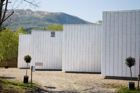Transplantbygget i Dale er selt for 7.1 million kroner frå Fjaler kommune til ein hemmeleg kjøpar.
