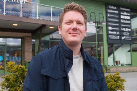 MARKNADSFØRAR: Stian Evebø får nok kundar sjølv om han ikkje marknadsfører seg sjølv eller har skilt til kontoret sitt.