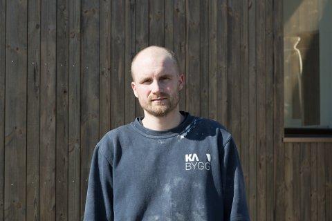 SKUFFA: Dagleg leiar i K-A bygg, Kristian Petersen, er skuffa over at kommunen i siste liten utsette bodfristen av salet av sandane brannstasjon. – Vi trekte bodet vårt, seier han.
