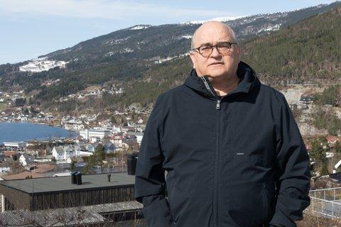 MÅ BEKLAGE: Arnar Kvernevik, ordførarkandidat for Ap er ikkje imponert over kommunen si handtering av K-A bygg.  Han meiner at kommunen bør beklage til K-A bygg, og også Firda Billag.