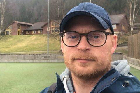 KONTAKTLÆRAR: Tasle Torrisen Knapstad er kontaktlærar for sjuandeklassen som var på Løa måndag, då ein av dei blei skoten av noko som likna ein softgun eller eit luftgever.