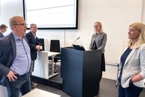 FEKK ÅRSMELDINGA: Assisterande kommunedirektør Lise Mari Haugen presenterte sunnfjord kommune si årsmelding for 2020. Koronarekneskapen var ein del av dette.