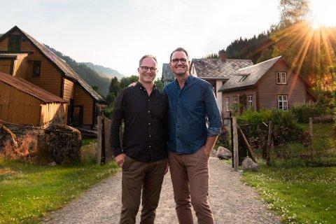 FOKUS: Yngve Brakstad og Steinar Sørlie ved Åmot brukar tida under koronapandemien til å styrke bedrifta og å etablere fleire bein å stå på.