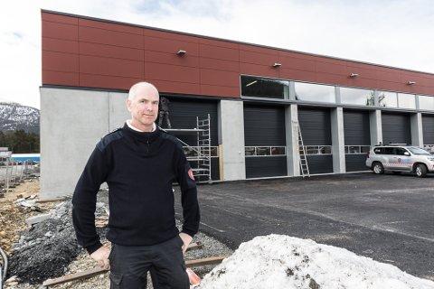 NYE TIDER: Brannsjef Kjell Aske i Gloppen brann og redning flyttar inn i nye lokale i Blålysbygget på Sandane. Det skjer måndag 26.april.
