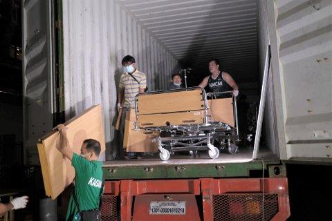 PÅ PLASS: 11. mai var kontaineren full av sjukehustutstyr frå Førde på plass ved sjukehuset i Manila i Filippinene.