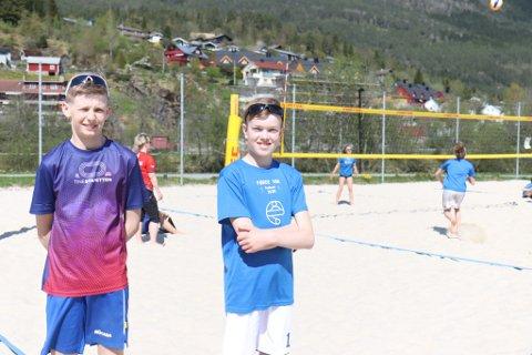 PÅ LAG: Sturla Myrhol (12) og Ludvig Bjørvik (14).