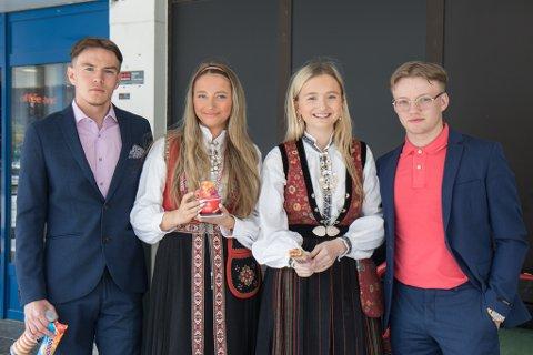 IS I SOLA: Frå venstre: Johannes Høgelid Hammar (17) frå Sande, Kristina Hegrenes (17) frå Førde, Henriette Hegrenes (18) frå Førde og Preben Kjeilen (18) frå Jølster.