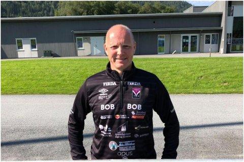 HÅPEFULL: Bjørn Egil sunde håpar at fleire ønsker å bli med på kurs for å bli fotballdommar.
