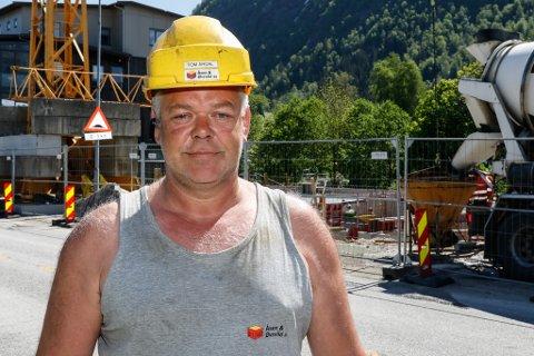 LINDHAGEN: Entreprenørane og dei som leverer betong slit med å få tak i nok arbeidskraft. Det kjenner byggeplassansvarleg Tom Årdal på Lindhagen-prosjektet på kvar dag.