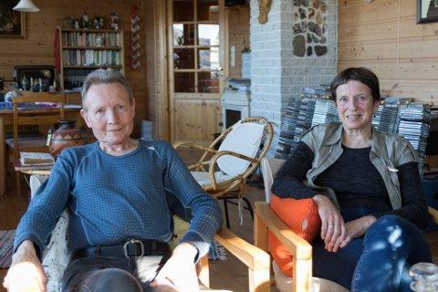OPPGITT: Anne Erstad og Karl-Jan Erstad bur på Folkstad i Fjaler kommune, og er oppgitt over korleis kommunen har behandla saka deira.