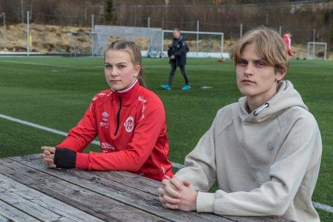KNUST: Niklas Follevåg Berglund (16) og Tuva Etterlid Kjøs (15) kjem ikkje inn på idrettslinja i Sogndal, både på grunn av den nye inntaksmodellen og for få plassar. – Hele verda rasa i hop då vi fekk vite det, seier Niklas.