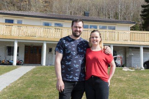 FELLES PROSJEKT: Ragnhild Vatne Kringlen og Daniel Kringlen kjøpte hus for eit år sidan. Dei har hatt mykje jobb, men også stor glede av prosjektet.