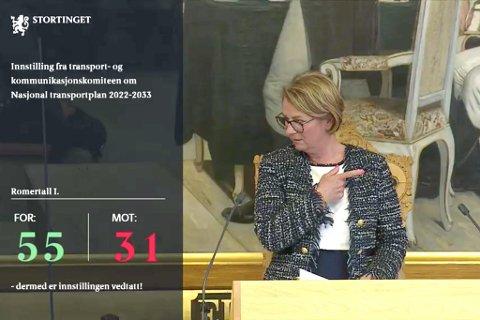 VOTERING: LItt forvirring under voteringa av NTP. Stortingspresident Tone Wilhelmnsen Trøen på bildet. Det var fremma heile 372 forskjellige forslag til Nasjonal Transportplan. Hovudplanen vart til slutt vedteken samrøystes i Stortinget 15. juni 2021.