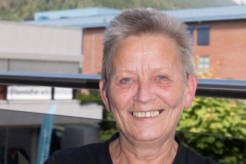 STOLPEJEGER: Ragnhild Enersvold (63) er aktiv i Stolpejakten i Naustdal.