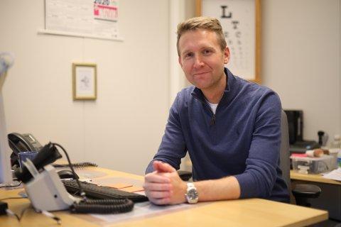 LETTA: Smittevernoverlege i Kinn, Kjell-Arne Nordgård var letta då han fann ut at den smitta i Kinn allereie sat i innreisekarantene.