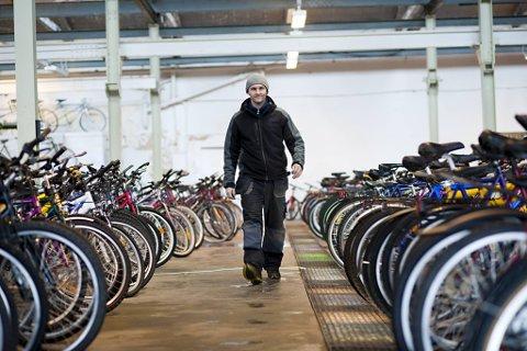 UVANLEG TILSETTINGSKRAV: Tonny Kolås driv Den Grønne Sykkel i Fyllingsdalen. Han vil ikkje tilsette vaksinerte som sykkelmekanikar.