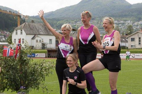 SEIERSGLIS: June Pernille Johannesen, Eva Kari Rygg, Anne Cecilie Kapstad og Merete Helgheim kunne juble etter laurdagens 1000 meter stafett.