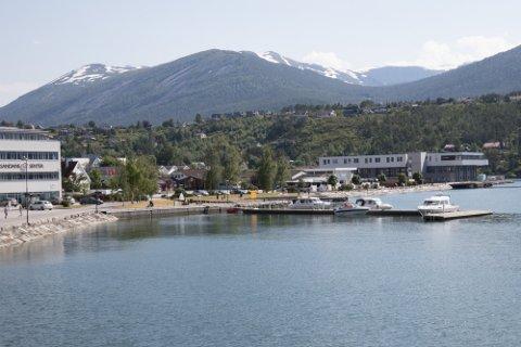 HOVUDKONTOR HER: Fjord Energi AS held til på Sandane, og har opp til no vore eigd av ei rekke småkraftprodusentar i gamle Sogn og Fjordane fylke.