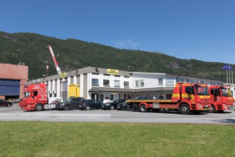 FLYTTAR INN: Hurtigruta Carglass flyttar inn i lokala på Øyrane der Førde bilberging no held til