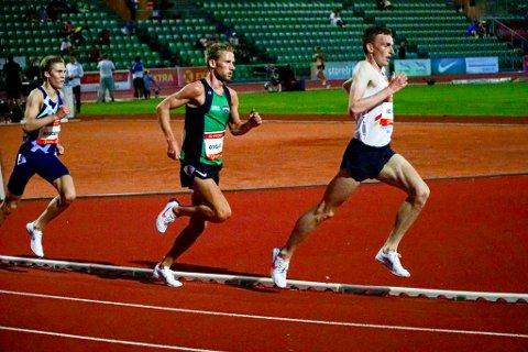 GODE TIDER: Både Marius Vedvik og Eivind Øygard sprang inn til gode tider her under 5000-meteren på Bislett Night of Highlights fredag kveld.