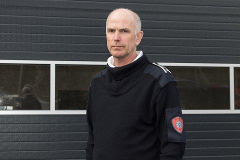 HEKTISK: Brann- og beredskapssjef i Gloppen, Kjell Aske, seier at dei har hatt ei uvanleg hektisk veke. Bak seg legg dei fire brannar.