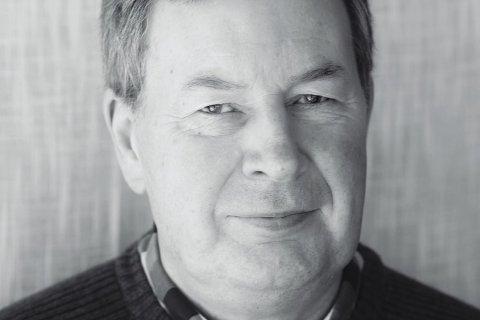 AKTUELL MED DIKTSAMLING: Odd Nybø frå Lavik kjem ut med ei samling dikt han har skrive opp gjennom livet og åra han har vore pensjonist.