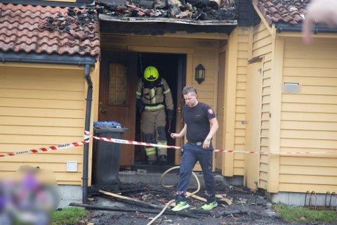 RYKTE UT: Etter brannvesenet hadde forlate rekkehuset i Viebøen, måtte dei igjen rykke ut torsdag ettermiddag.