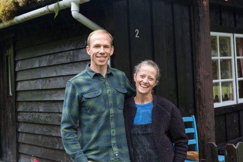 Berthe Marie Bjørnstad og Staffan Bengtsson stortrivst med å drive småbruk og campingplass på Jølster: – Vi blir ikkje arbeidsledige, og trivst med det. Vi elskar Stardalen, ler Bjørnstad.