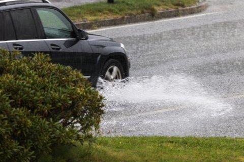 HAUSTVÊR: Frå måndag av skjer det eit vêromslag, seier meteorologen. Han melder om ei våt, vindfull og kald haustferie-veke.