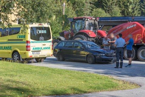 PÅKØYRSEL: To bilar var involverte i ulykka måndag ettermiddag.