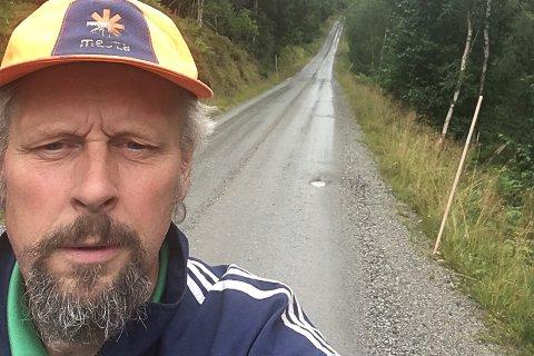 FORFERDELEG: Nils Magne Gjengedal er ein av grunneigarane som fortvilar over at kommunen ikkje lenger vil halde veg og brøyting.