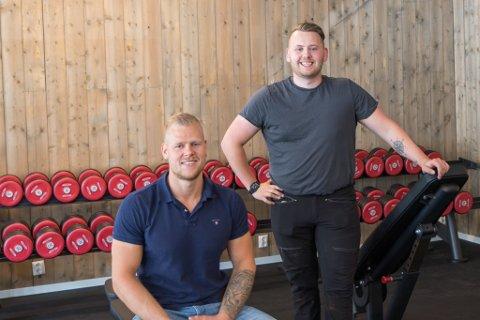 OPNING: Joakim Kvarme (23) og Per Anders Berge (25) kunne laurdag opne Sande sitt nye treningssenter.