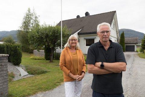 BRULANDSVELLENE: Torodd Bruland og Siv Rye Bruland bur like ved der den store handelsparken er planlagd. Dei risikerer å misse begge husa sine til prosjektet.