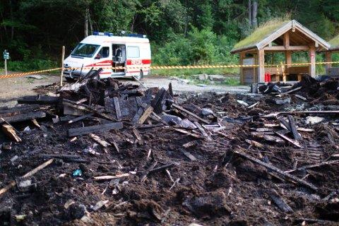 BRANN: Brannvesenet fekk melding om brannen i Trivselsskogen på Sandane kl. 19.07 torsdag kveld.