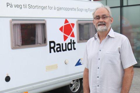 SKUFFA: Det gjekk ikkje heilt som Geir Oldeide (R) skreiv på bubilen. Han er  irritert over at Senterpartiet ikkje vann fram i kampen om folkerøysting om Vestland.