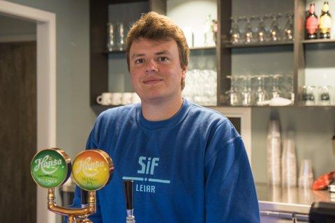 PUSSA OPP: Torbjørn Børs (30) er leiar i Studentsamfunnet i Førde. Han går siste året på byggingeniør-linja.