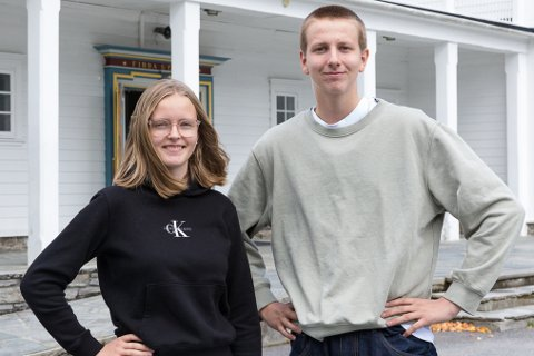"""PILOTPROSJEKT: Tonje Halsøy (18) og Per Martin Flølo (18) fekk vere med på pilotprosjekt. No tek dei til orde for at alle elevar bør få kurset """"heilt sjef""""."""