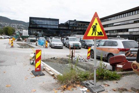 HAFSTADGÅRDEN: Mindre midtrabattar, ekstra parkeringsplassar – til dei som jobbar der.