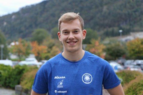 NY PÅ LAGET: Eivind Hettervik (21) frå Stavanger kom til Førde i haust. Tidlegare han han spelt på Randaberg, laget Førde vann over i cupfinalen i 2019.