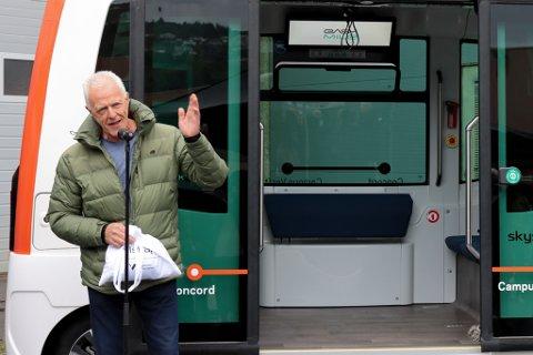VINNAREN: Tom Farsund sitt namneforslag vann fram i konkurransen om namnet til den sjølvkøyrande bussen.