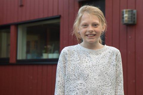 ÅRVAKNE: Det var Una (10) som oppdaga brannen. Storebror, Eiler, hjelpte søstera med å kome seg ut av det brennande huset.